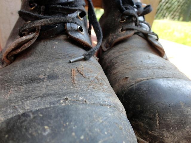 worker shoes 167654 640 - Die Arbeitskleidung eines Unternehmens